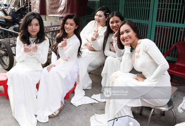 Nhóm Ngựa Hoang diện áo dài nổi bật bê tráp, đội nhà trai cũng toàn soái Tây cực phẩm trong lễ rước dâu của Hoàng Oanh - Ảnh 1.