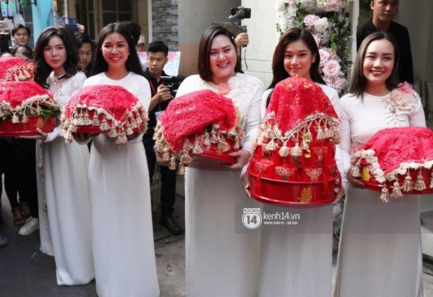 Nhóm Ngựa Hoang diện áo dài nổi bật bê tráp, đội nhà trai cũng toàn soái Tây cực phẩm trong lễ rước dâu của Hoàng Oanh - Ảnh 12.