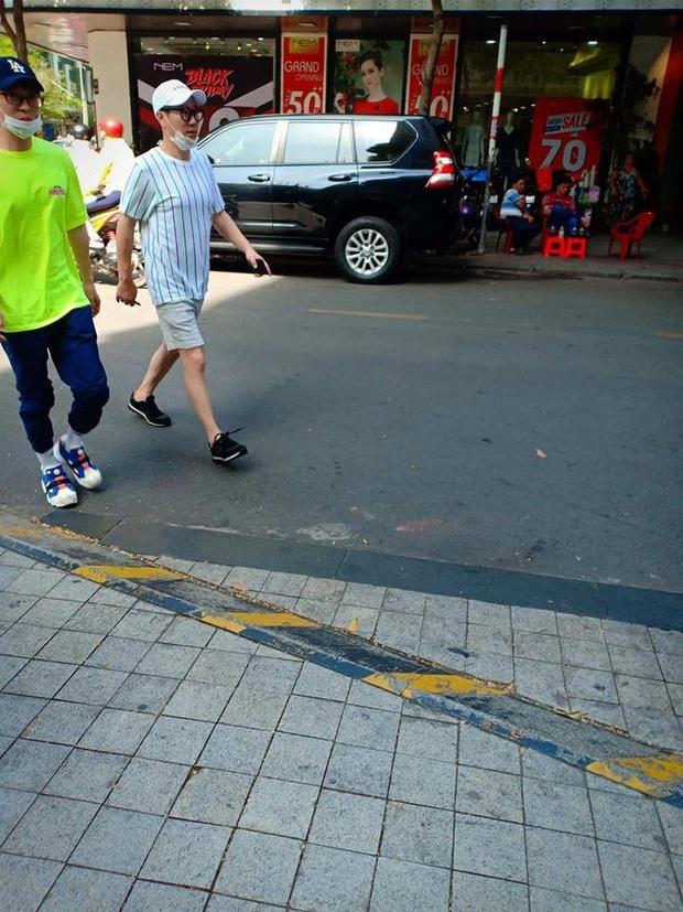Trước fan meeting, dàn sao Running Man bị fan bắt gặp đi ăn phở, Lee Kwang Soo đánh lẻ mua bánh mì vỉa hè - Ảnh 4.