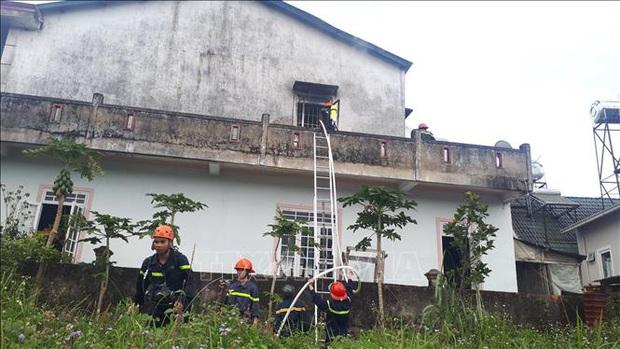 Cháy nhà giữa khu dân cư, 2 thiếu niên kịp thoát ra ngoài - Ảnh 3.
