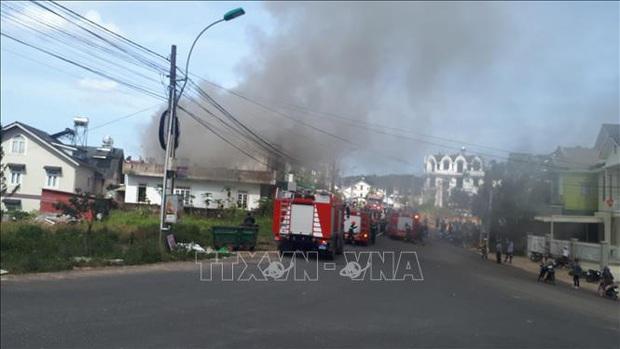 Cháy nhà giữa khu dân cư, 2 thiếu niên kịp thoát ra ngoài - Ảnh 5.