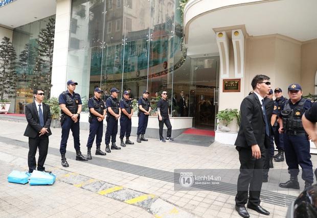 Dàn Running Man rời khách sạn đi tổng duyệt: Ngã ngửa vì tóc của Lee Kwang Soo, Hổ cười tít nhưng Ji Hyo sao thế này? - Ảnh 14.