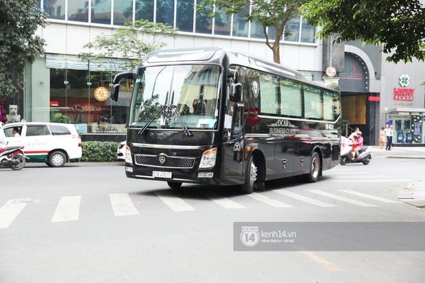 Dàn Running Man rời khách sạn đi tổng duyệt: Ngã ngửa vì tóc của Lee Kwang Soo, Hổ cười tít nhưng Ji Hyo sao thế này? - Ảnh 13.