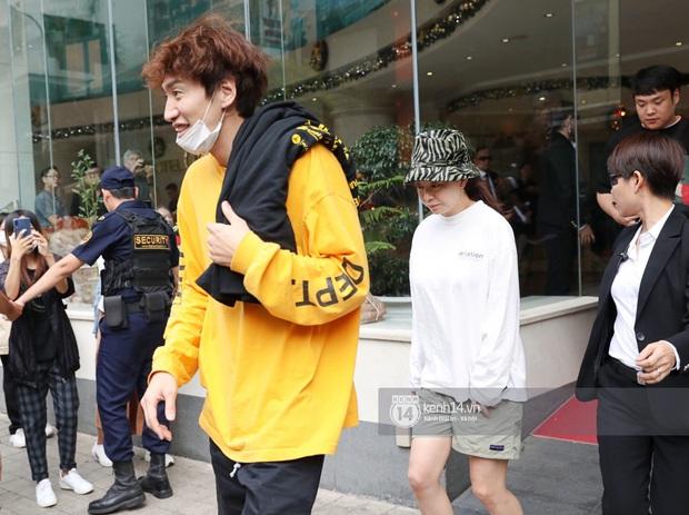 Dàn Running Man rời khách sạn đi tổng duyệt: Ngã ngửa vì tóc của Lee Kwang Soo, Hổ cười tít nhưng Ji Hyo sao thế này? - Ảnh 4.