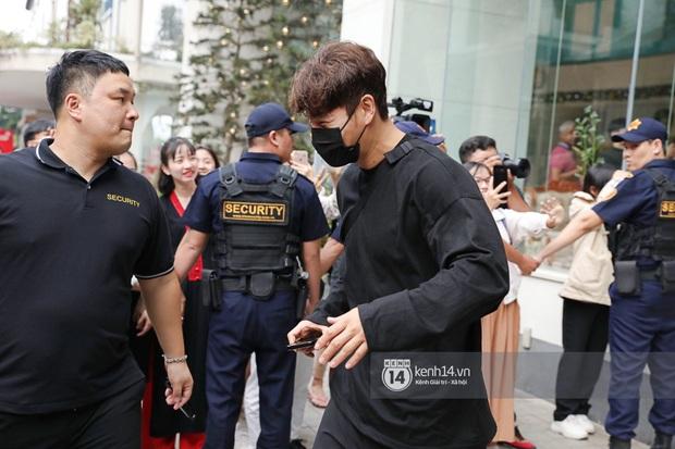 Dàn Running Man rời khách sạn đi tổng duyệt: Ngã ngửa vì tóc của Lee Kwang Soo, Hổ cười tít nhưng Ji Hyo sao thế này? - Ảnh 7.