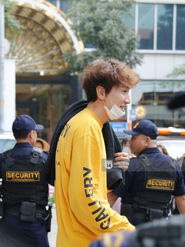Dàn Running Man rời khách sạn đi tổng duyệt: Ngã ngửa vì tóc của Lee Kwang Soo, Hổ cười tít nhưng Ji Hyo sao thế này? - Ảnh 5.