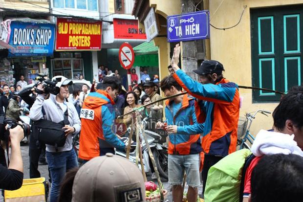 Dàn sao Running Man đã từng mê mẩn ẩm thực Việt Nam như này, liệu fanmeeting có thưởng thức thêm món nào không đây? - Ảnh 4.