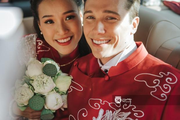 Lễ rước dâu MC Hoàng Oanh và chồng Tây cực phẩm: Cô dâu chú rể cực tình, liên tục khoá môi nhau ngọt ngào hết mức - Ảnh 17.