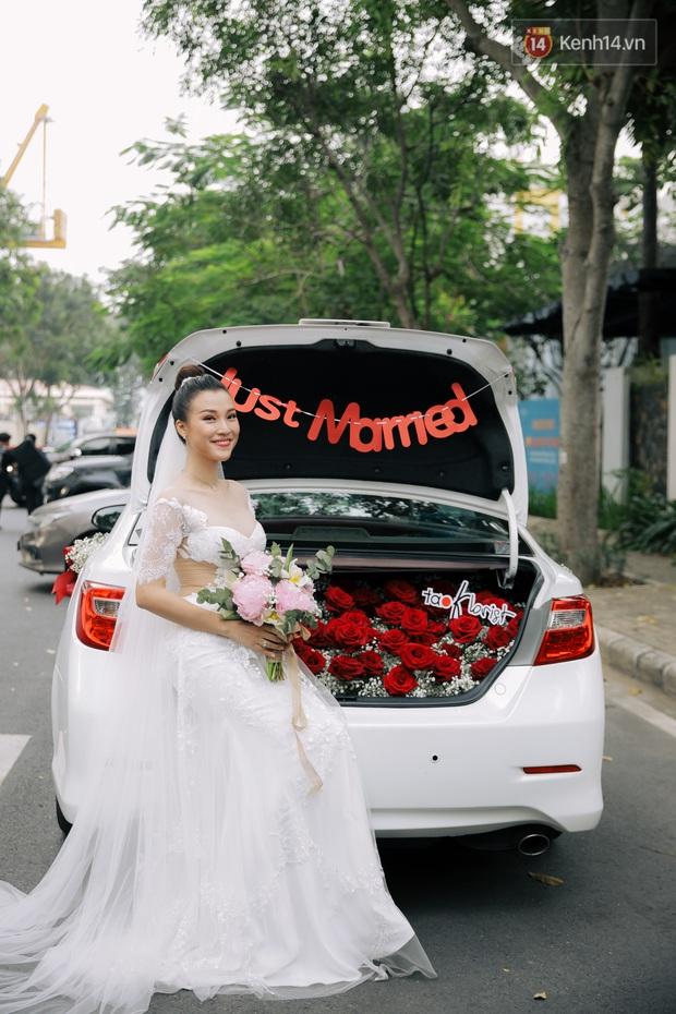 Ngọt lịm tim với loạt khoảnh khắc của MC Hoàng Oanh và chồng Tây: Từ nụ hôn đến cái ôm chặt cũng tình đáng ghen tỵ - Ảnh 10.