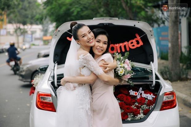 Nhã Phương sánh đôi với Trường Giang, cùng dàn sao Vbiz tới chung vui trong đám cưới Hoàng Oanh - Ảnh 21.
