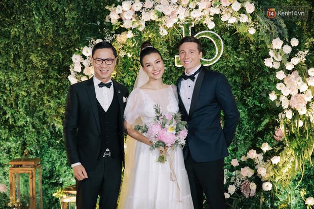 Nhã Phương sánh đôi với Trường Giang, cùng dàn sao Vbiz tới chung vui trong đám cưới Hoàng Oanh - Ảnh 11.
