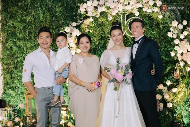 Nhã Phương sánh đôi với Trường Giang, cùng dàn sao Vbiz tới chung vui trong đám cưới Hoàng Oanh - Ảnh 10.