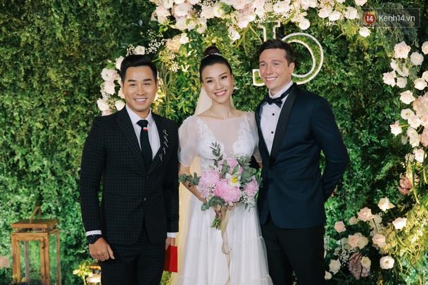 Nhã Phương sánh đôi với Trường Giang, cùng dàn sao Vbiz tới chung vui trong đám cưới Hoàng Oanh - Ảnh 8.