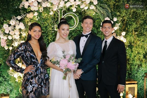 Nhã Phương sánh đôi với Trường Giang, cùng dàn sao Vbiz tới chung vui trong đám cưới Hoàng Oanh - Ảnh 13.