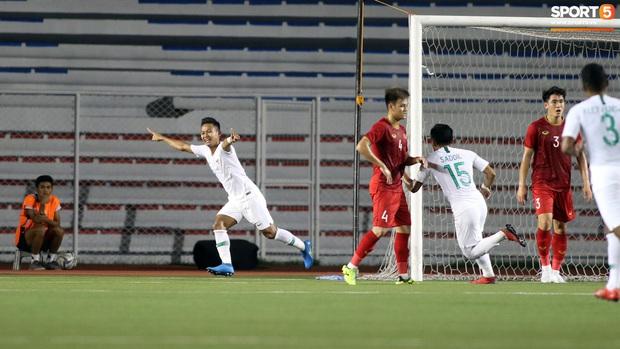 Thầy Park gục đầu thất vọng khi U22 Việt Nam thủng lưới trước U22 Indonesia - Ảnh 2.