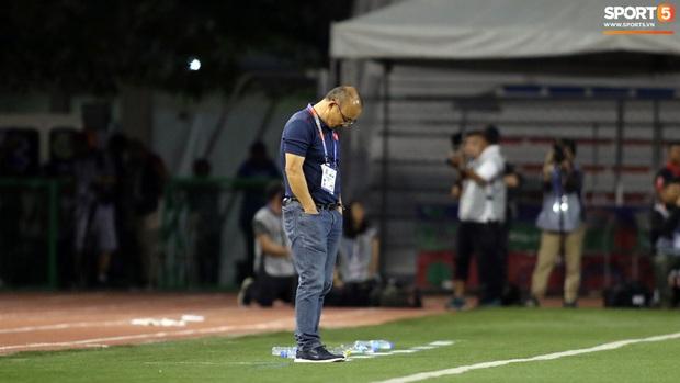 Thầy Park gục đầu thất vọng khi U22 Việt Nam thủng lưới trước U22 Indonesia - Ảnh 5.