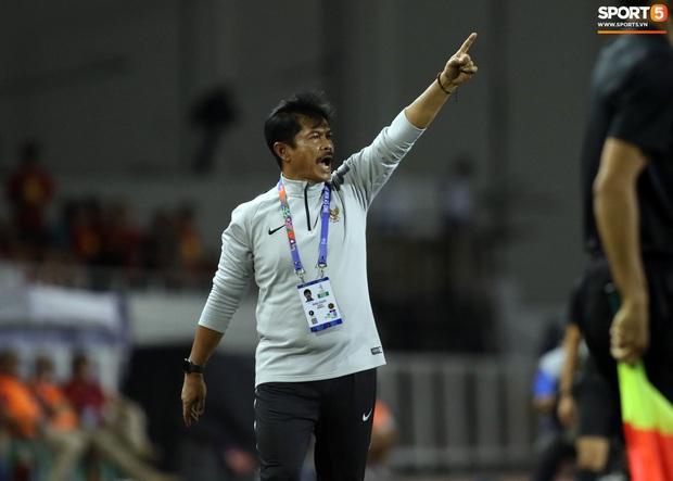 Thầy Park gục đầu thất vọng khi U22 Việt Nam thủng lưới trước U22 Indonesia - Ảnh 7.