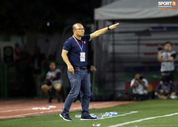 Thầy Park gục đầu thất vọng khi U22 Việt Nam thủng lưới trước U22 Indonesia - Ảnh 10.