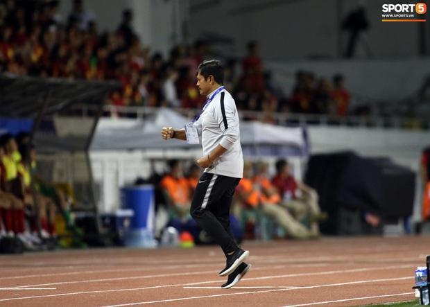 Thầy Park gục đầu thất vọng khi U22 Việt Nam thủng lưới trước U22 Indonesia - Ảnh 6.