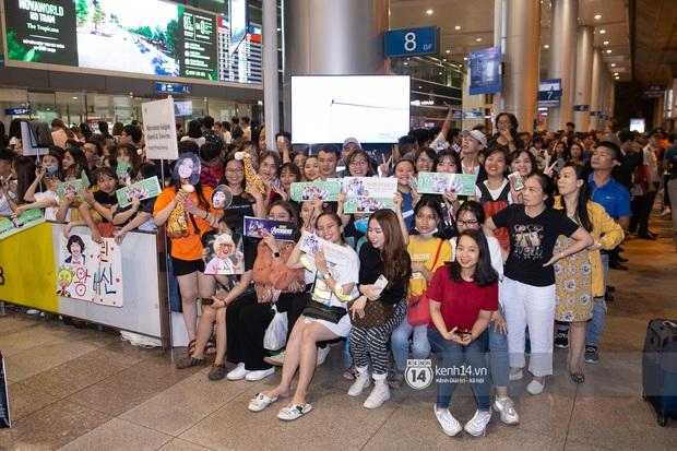 Sân bay Tân Sơn Nhất vỡ trận vì dàn Running Man: Mợ Ngố tươi tắn, Lee Kwang Soo và dàn sao kẹt cứng giữa biển fan khủng chẳng kém AAA - Ảnh 15.