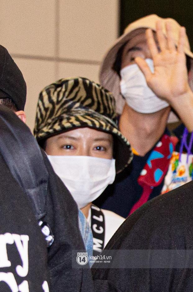 Sân bay Tân Sơn Nhất vỡ trận vì dàn Running Man: Mợ Ngố tươi tắn, Lee Kwang Soo và dàn sao kẹt cứng giữa biển fan khủng chẳng kém AAA - Ảnh 2.
