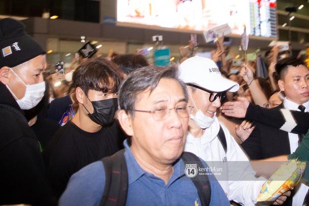 Sân bay Tân Sơn Nhất vỡ trận vì dàn Running Man: Mợ Ngố tươi tắn, Lee Kwang Soo và dàn sao kẹt cứng giữa biển fan khủng chẳng kém AAA - Ảnh 8.