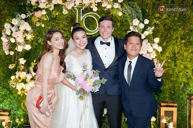Nhã Phương sánh đôi với Trường Giang, cùng dàn sao Vbiz tới chung vui trong đám cưới Hoàng Oanh - Ảnh 3.