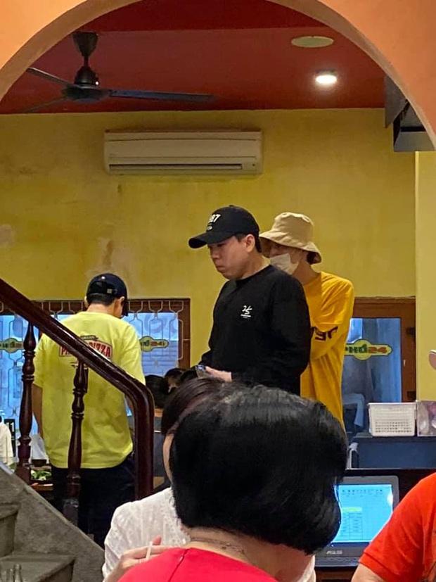 Trước fan meeting, dàn sao Running Man bị fan bắt gặp đi ăn phở, Lee Kwang Soo đánh lẻ mua bánh mì vỉa hè - Ảnh 5.