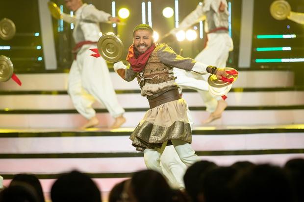 Gương mặt thân quen: Võ Tấn Phát mang vũ đạo gãy tay của Sơn Tùng M-TP lên sân khấu - Ảnh 11.
