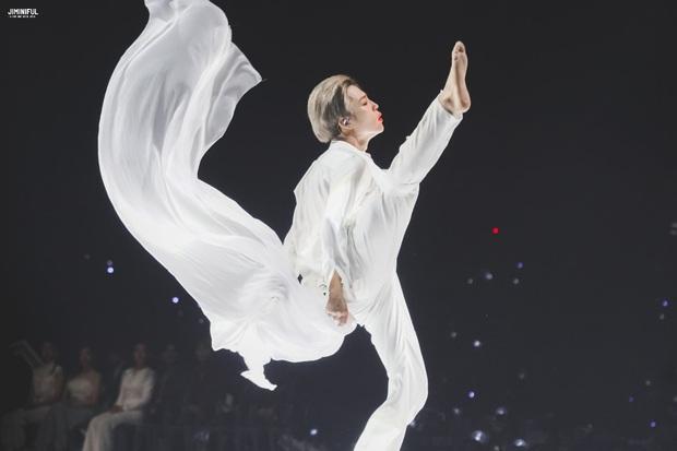 Jimin (BTS) khiến cả idol lẫn fan hồn xiêu phách lạc vì màn nhảy solo tại MMA 2019, sinh ra để nhảy múa là đây! - Ảnh 7.