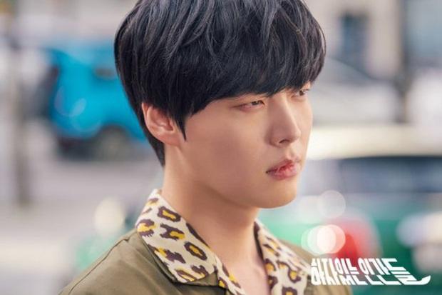 Review Love With Flaws: Đủ chiêu trò từ hội mỹ nam át vía Ahn Jae Hyun tới châm ngôn trai đẹp thì đểu, trai xấu thì tốt - Ảnh 13.