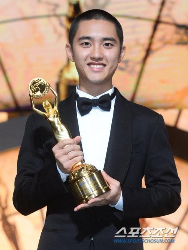 Soi sự nghiệp chú bé mù Anh Trai Yêu Quái ở bản gốc: Trùm cuối đa tài của EXO, diễn xuất áp đảo bất chấp định kiến về idol - Ảnh 11.