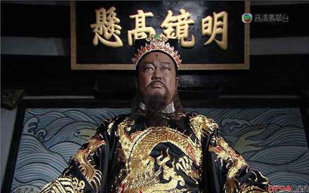 Bao Thanh Thiên Kim Siêu Quần: Chiến đấu với u não, di chúc dặn vợ không được cưới người đẹp mã - Ảnh 1.