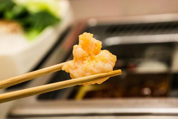 Chuỗi nhà hàng lẩu Trung Quốc tận tình phục vụ thực khách cô đơn bằng robot, làm móng miễn phí, mì nhảy và thú bông - Ảnh 38.