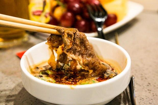 Chuỗi nhà hàng lẩu Trung Quốc tận tình phục vụ thực khách cô đơn bằng robot, làm móng miễn phí, mì nhảy và thú bông - Ảnh 42.