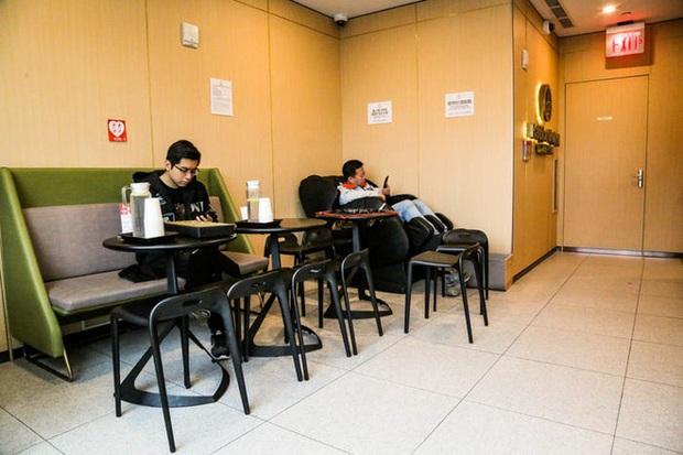 Độc đáo chuỗi nhà hàng lẩu Trung Quốc có robot phục vụ khách hàng FA, kiêm luôn làm móng miễn phí - Ảnh 6.