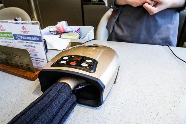 Độc đáo chuỗi nhà hàng lẩu Trung Quốc có robot phục vụ khách hàng FA, kiêm luôn làm móng miễn phí - Ảnh 37.