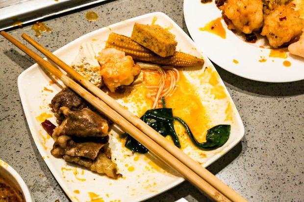 Chuỗi nhà hàng lẩu Trung Quốc tận tình phục vụ thực khách cô đơn bằng robot, làm móng miễn phí, mì nhảy và thú bông - Ảnh 55.