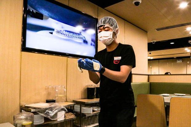 Độc đáo chuỗi nhà hàng lẩu Trung Quốc có robot phục vụ khách hàng FA, kiêm luôn làm móng miễn phí - Ảnh 40.