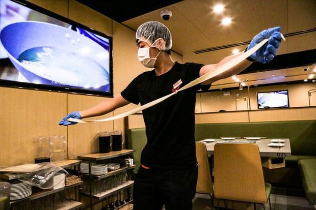 Độc đáo chuỗi nhà hàng lẩu Trung Quốc có robot phục vụ khách hàng FA, kiêm luôn làm móng miễn phí - Ảnh 41.