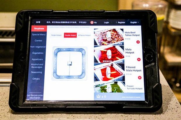 Độc đáo chuỗi nhà hàng lẩu Trung Quốc có robot phục vụ khách hàng FA, kiêm luôn làm móng miễn phí - Ảnh 9.