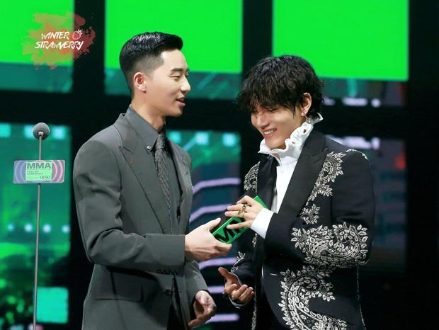 Màn đụng độ hot nhất MMA tối qua: Khi chủ tịch V (BTS) gặp phó chủ tịch Park Seo Joon và cái kết - Ảnh 4.