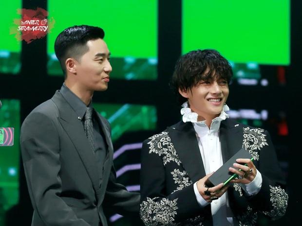 Màn đụng độ hot nhất MMA tối qua: Khi chủ tịch V (BTS) gặp phó chủ tịch Park Seo Joon và cái kết - Ảnh 5.