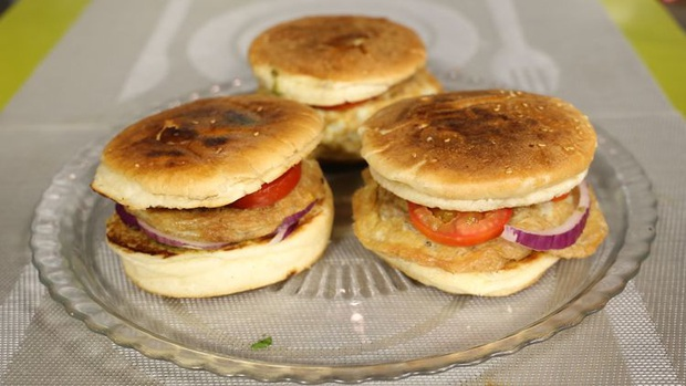 Những phiên bản bánh mì sandwich vòng quanh thế giới có thể khiến bạn phải ngỡ ngàng, có nơi còn cực kỳ khó ăn - Ảnh 26.