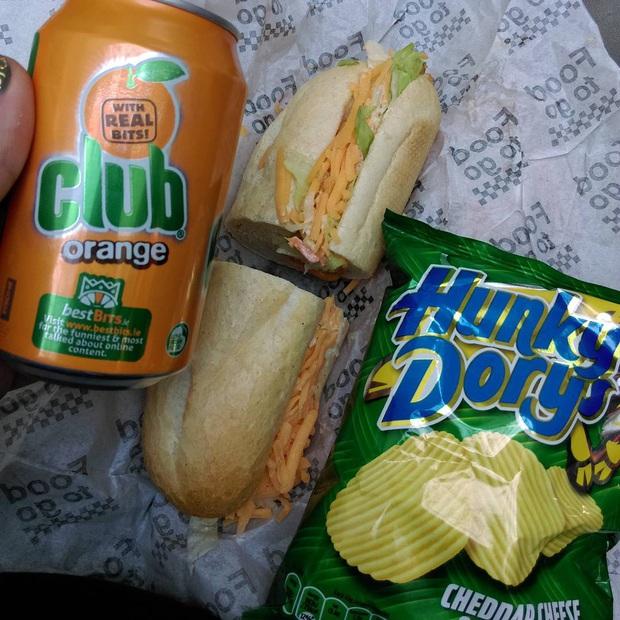 Những phiên bản bánh mì sandwich vòng quanh thế giới có thể khiến bạn phải ngỡ ngàng, có nơi còn cực kỳ khó ăn - Ảnh 34.