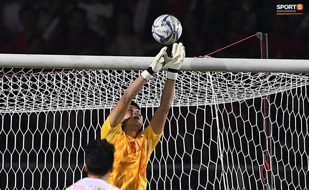 Mẹ thủ môn Văn Toản bật khóc khi nhìn con trai cùng U22 Việt Nam hát Quốc ca trong trận chung kết SEA Games 30 - Ảnh 6.