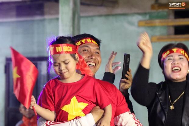 Mẹ thủ môn Văn Toản bật khóc khi nhìn con trai cùng U22 Việt Nam hát Quốc ca trong trận chung kết SEA Games 30 - Ảnh 8.