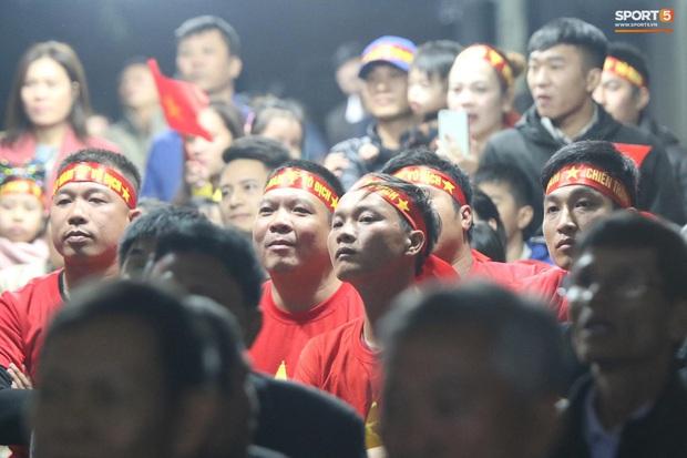 Mẹ thủ môn Văn Toản bật khóc khi nhìn con trai cùng U22 Việt Nam hát Quốc ca trong trận chung kết SEA Games 30 - Ảnh 5.