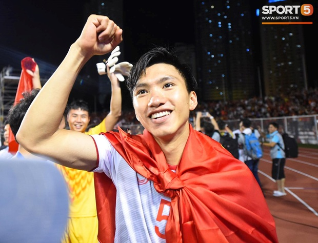 Văn Toàn cà khịa màn bẻ cổ đối thủ của Văn Hậu ở SEA Games 30 - Ảnh 2.