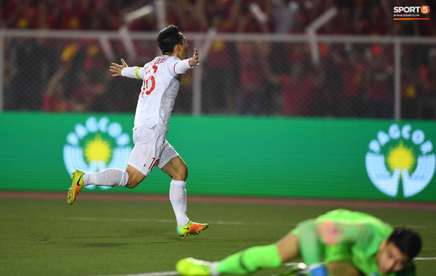 Đội trưởng Đỗ Hùng Dũng ăn mừng ấn tượng khi ghi bàn vào lưới Indonesia - Ảnh 2.